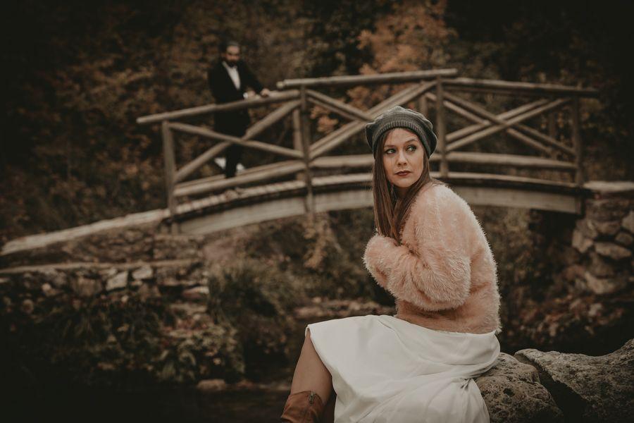 fotógrafo de bodas en Sierra Mariola con una pareja de novios