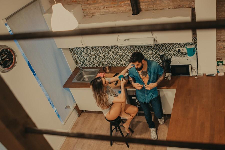 sesión de pareja en la casa