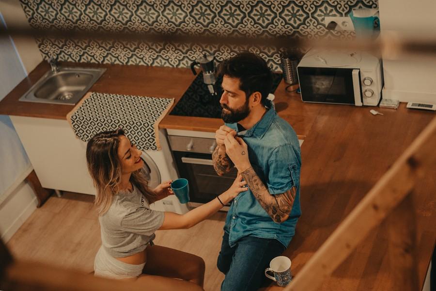 sesión de pareja en la cocina