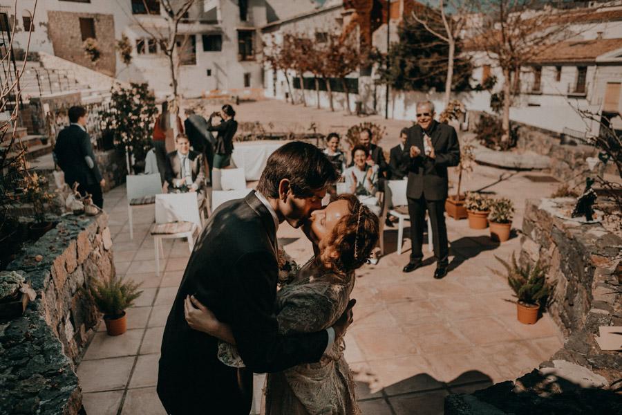 Boda en Altea beso de novios recién casados