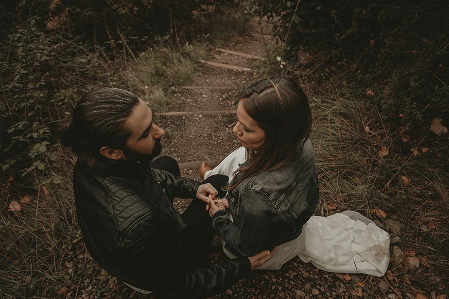 fotógrafo de bodas con una pareja de novios