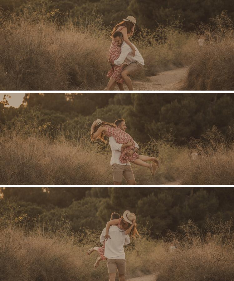 el chico carga a la chica y se la coloca al hombre
