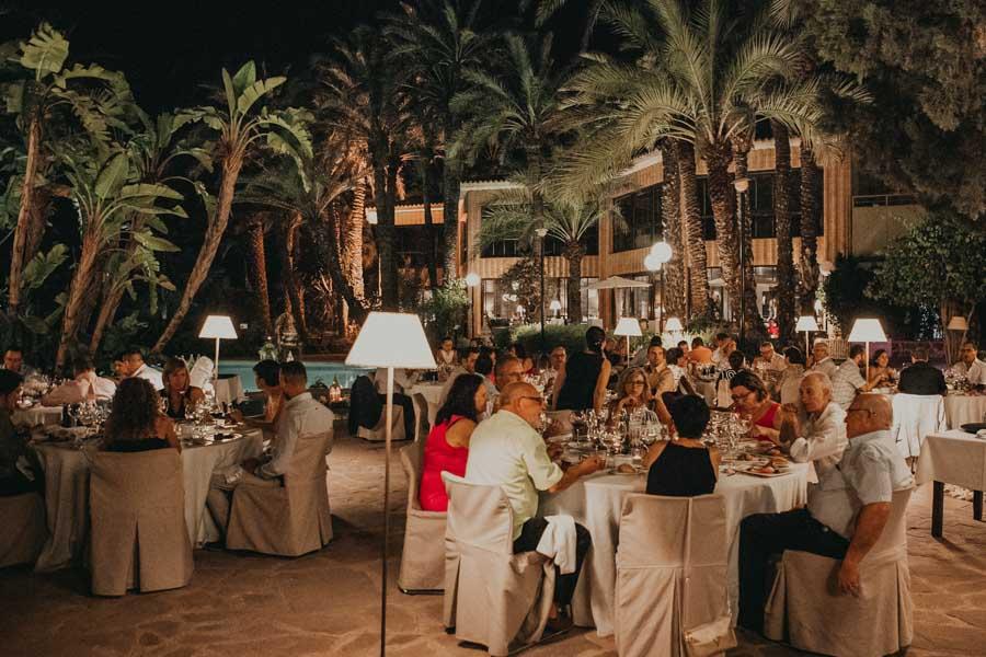 boda en hotel huerto del cura por la noche